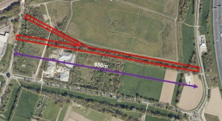 plangebied met leidingentrace (in rood)